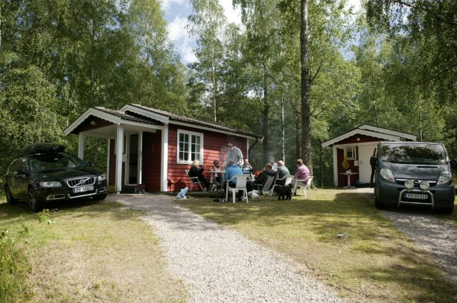 Simple 4-bed cabins with access to shower, toilet and fre wi-fi