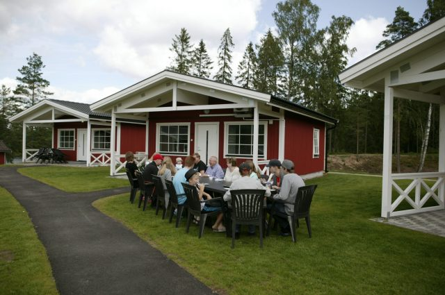 6-bed cabins with shower, toilet and free wi-fi